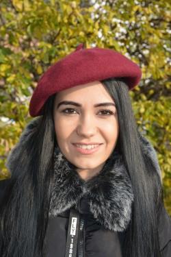 Bereta clasica de iarna realizata din lana, culoare rosu inchis