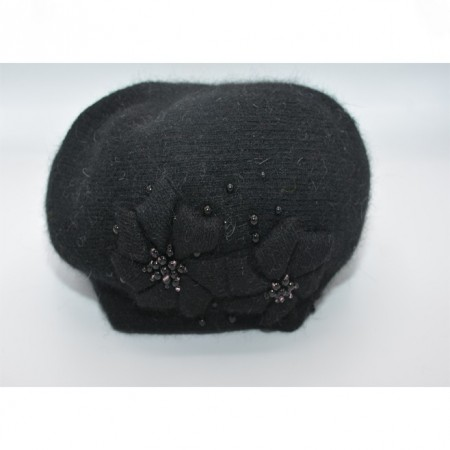 Caciula rafinata , cu design floral si margele negre