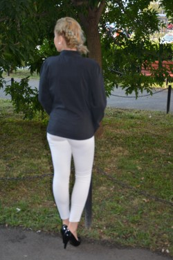 Camasi cu maneca lunga, negre, cambrate pe corp