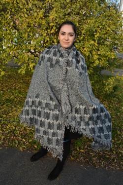 Esarfa calduroasa din material cu aspect tricotat, gri, marsala