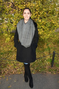 Esarfa circulara de toamna-iarna de culoare gri, material tricotat