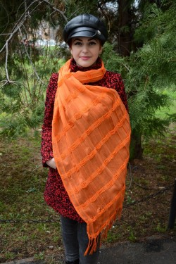 Esarfa clasica, mare, de nuanta portocalie, cu design deosebit