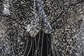 Rochie clasica de zi, din material subtire de culoare negru-alb
