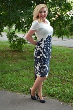 Rochie de zi, cu maneca scurta si imprimeu mare pe fond alb