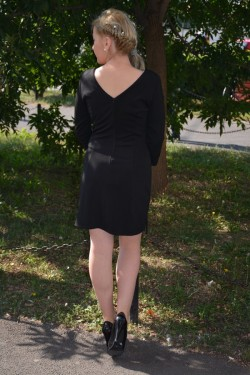Rochie feminina, de culoare neagra, cu franjuri