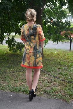 Rochie subtire de vara, scurta, cu imprimeu aparte in tesatura