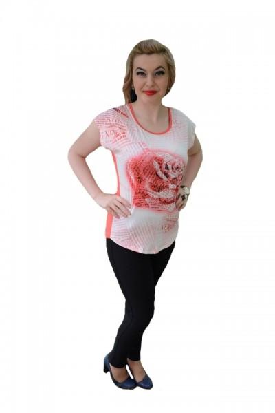 Poze Tricou chic in nuanta de corai, din material fin cu design floral