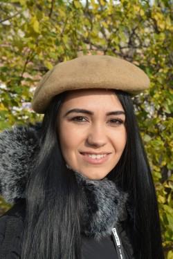 Bereta de iarna in nuanta de bej, realizata din lana de calitate