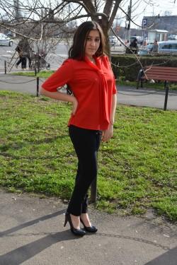 Bluza casual cu guler tip sal si maneca scurta, de culoare rosie