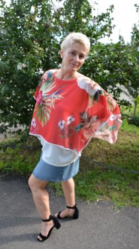 Bluza casual, rosie cu imprimeu floral, vaporoasa de vara