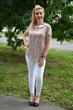 Bluza fashion cu guler mic si maneca scurta, bej cu imprimeu
