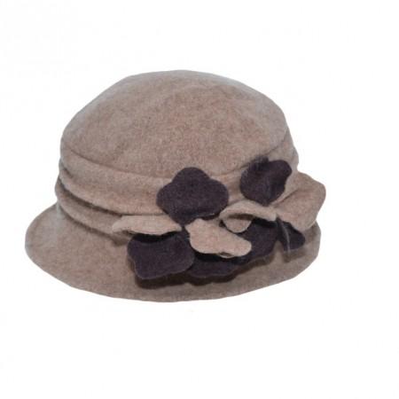 Caciula Ella tip palarie din lana ,accesorizat cu petale de flori 3d,nuanta de maro
