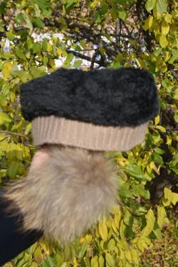 Caciula moderna, tinereasca de culoare maro, material tricotat