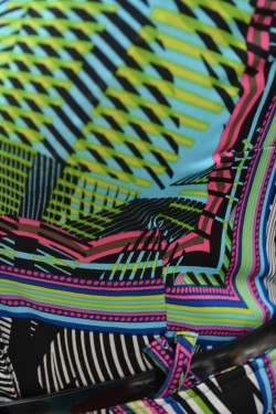 Camasa cu maneca scurta si imprimeu de dungi multicolore