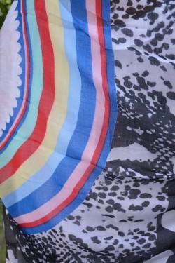 Esarfa moderna de mari dimensiuni cu imprimeu multicolor