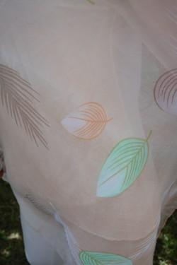 Esarfa moderna din vascoza, culoare piersica design de frunze