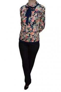 Poze Pantaloni lungi,feminini,cu un design clasic
