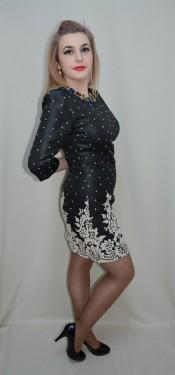 Rochie casual, de culoare neagra cu broderie florala crem