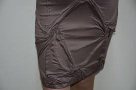 Rochie clasica, nuanta de nisipiu, design chic aplicat