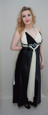 Rochie de seara cu combinatia clasica de negru-alb, cu paiete