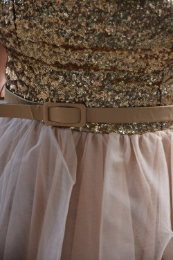 Rochie de seara scurta de culoare aurie cu design de paiete