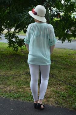 Bluza comoda cu maneca scurta, design brodat, nuanta turcoaz