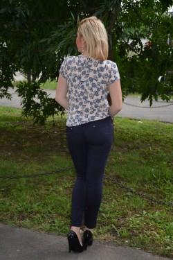 Bluza rafinata din material fin bej, imprimeu de funde bleumarin