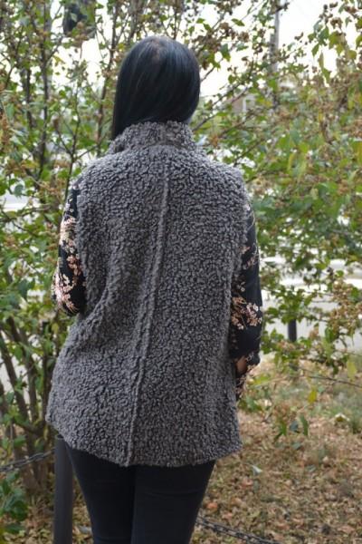 Cardigan tip vesta Xenai cu insertii de blanita pe spate,nuanta de gri inchis