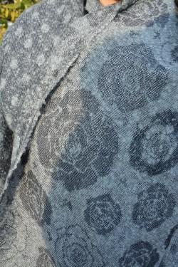 Esarfa eleganta de dama, material plin culoare gri cu fir argintiu