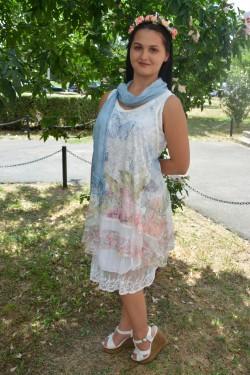 Rochie moderna cu dantela, alba, model casual cu lungime medie