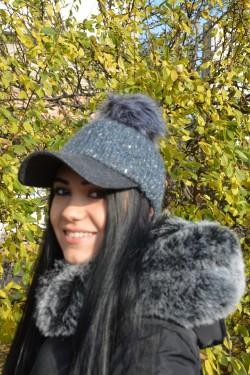 Bereta moderna, tinereasca, din material tricotat de nuanta gri