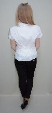 Bluza rafinata, de culoare alba, imprimeu modern fin