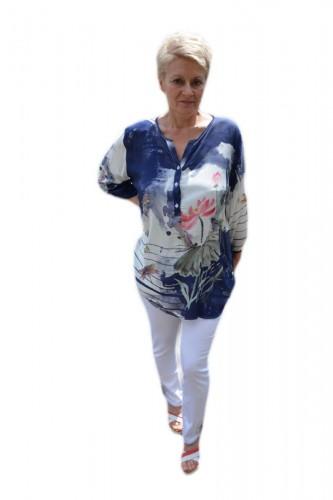 Poze Bluza rafinata,design de nasturi, alba cu model floral