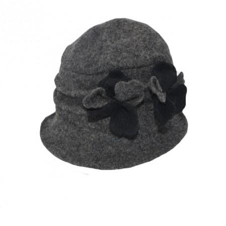 Caciula Ella tip palarie din lana ,accesorizat cu petale de flori 3d,nuanta de gri inchis