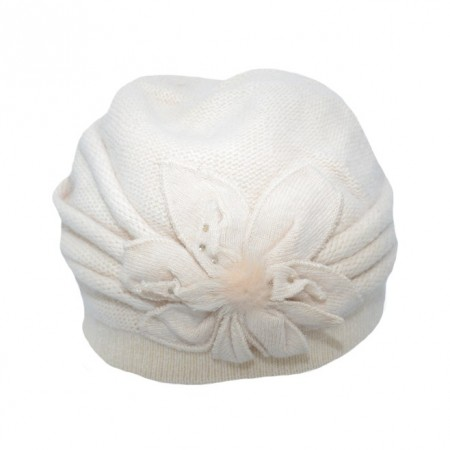 Caciula rafinata Gala ,model cu floare 3d si pompon din puf,nuanta de bej