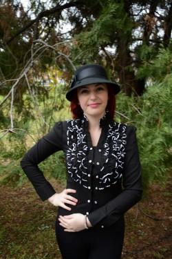 Camasa in tendinte, de culoare negru-alb, cu design creponat