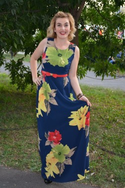 Rochie comoda de vara, model lung, bleumarin cu flori colorate