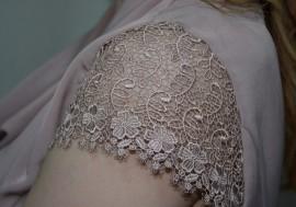 Rochie cu buzunare laterale, nuanta de plamaniu, curea, guler cazut