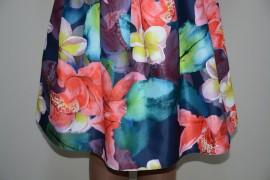 Rochie deosebita, material cu aspect satinat si design multicolor