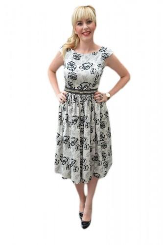 Rochie eleganta, pe gri cu imprimeu floral conturat cu negru