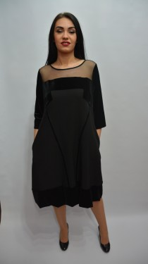 Rochie trendy cu croi lejer tip clopot si design de catifea, neagra