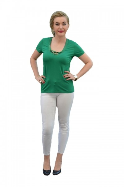 Poze Tricou simplu cu snur din saten la decolteu, nuanta verde deschis