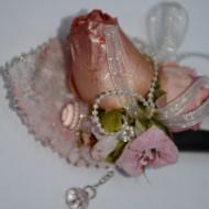Agraf cu motive florale, nuanta de roz, corai si bej, strasuri fine