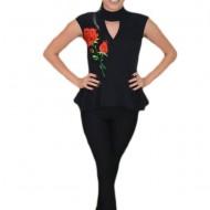 Bluza fashion neagra cu peplum in talie si broderie florala in fata