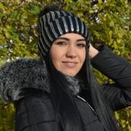 Caciula tinereasca, tricotata, culoare neagra cu design argintiu