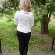 Camasa cu maneca lunga, doua randuri de nasturi, albe-negre