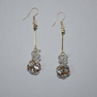 Cercei fashion cu forma alungita, cristale argintii in metal auriu