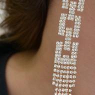 Cercei lungi, rafinati, argintii, aurii, forme geometrice din cristale