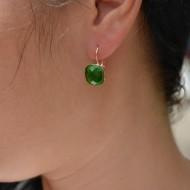 Cercei scurti, cu pietre semipretioase, nunate de rosu, verde