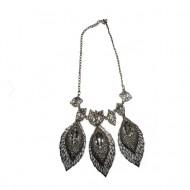 Colier elegant si original, culoare argintie cu cristale